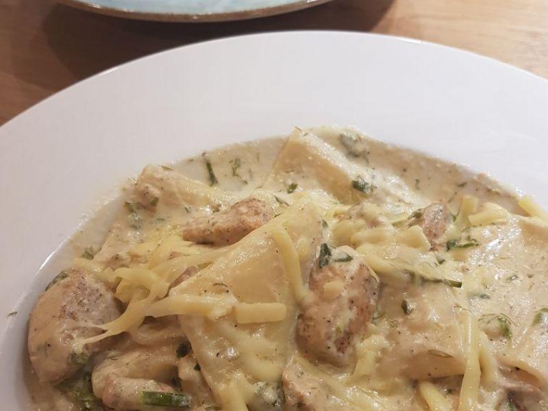 Pasta in Sahnesauce mit Hähnchen
