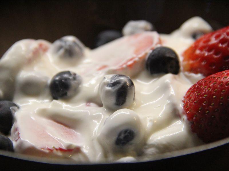 Sahnejoghurt mit Früchten